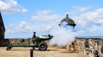 Edinburgh Castle's one o'clock gun: Image by kolibri5 from Pixabay