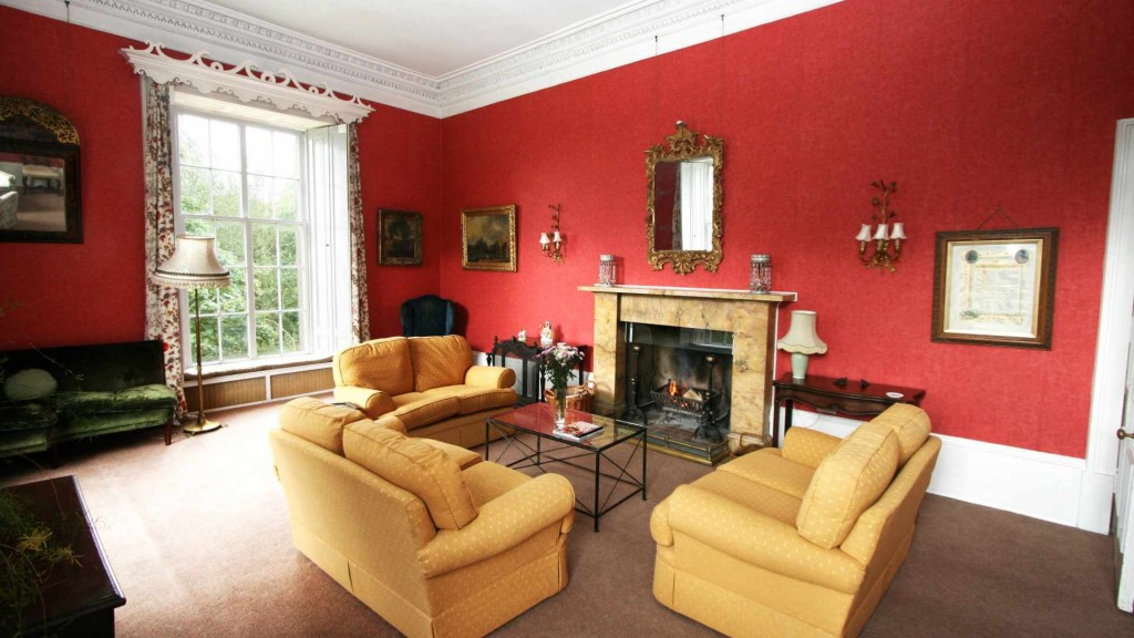 Scottish holiday house with history - Craufurdland Castle
