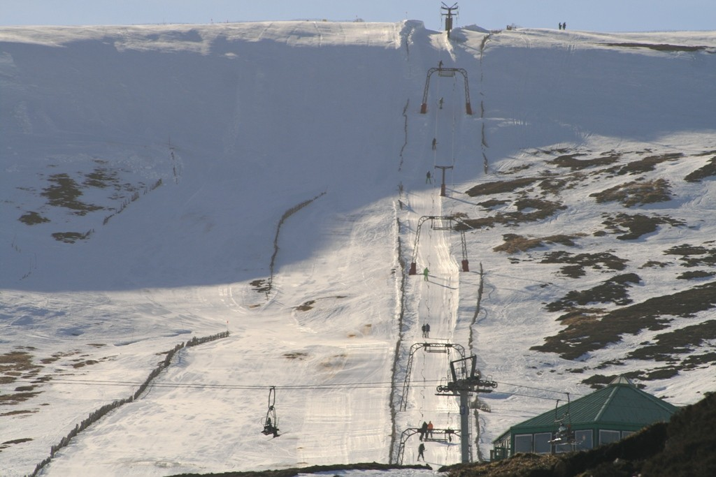 Winter sports at Glenshee in the Aberdeen area. Copyright Scotts Castle Holidays