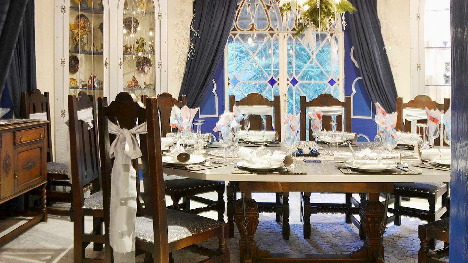 Dining room table all ready to host Christmas lunch