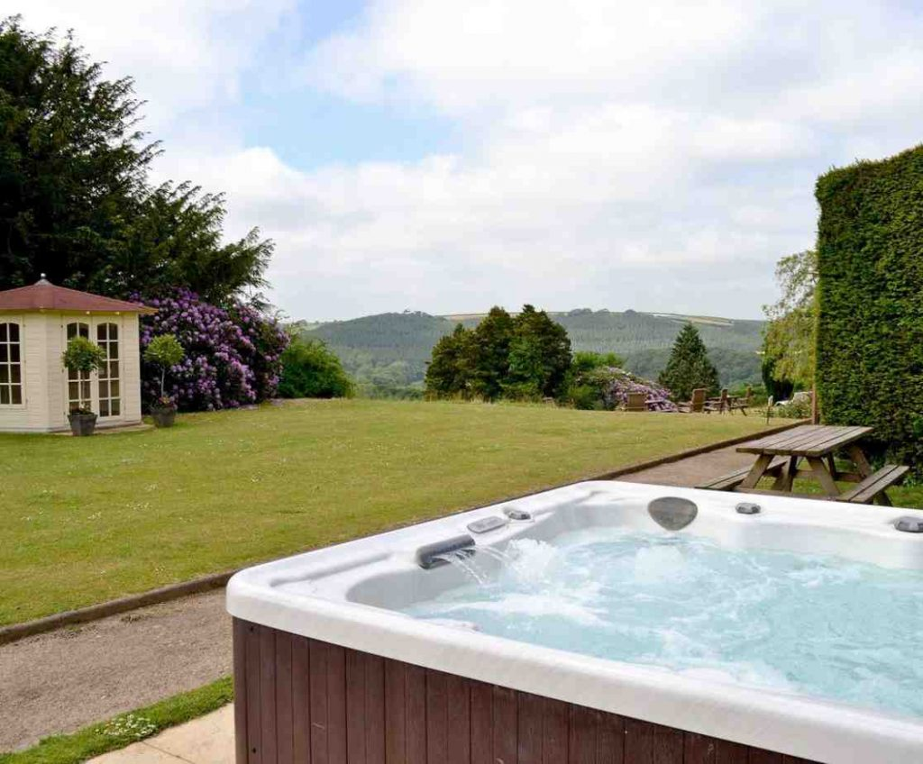 Large group holiday house in North Devon with hot tub and stunning views