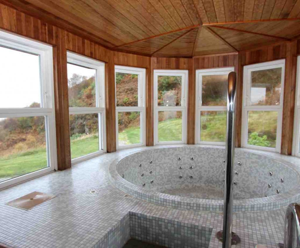 Loch Fyne holiday house with hot tub