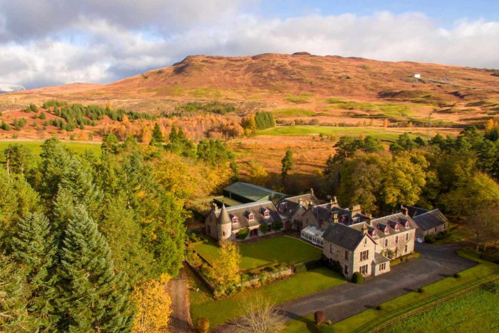 Nestled into stunning Scottish landscape by Loch Rannoch