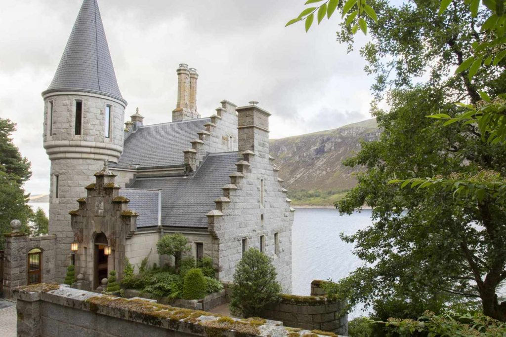Luxury Lochside Gate Lodge near Dalwhinnie